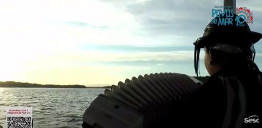 Belíssimo Crepúsculo do pôr do sol na Barra do Rio Ceará