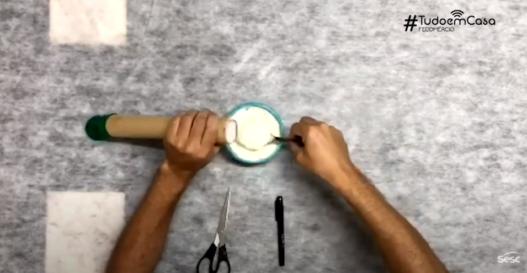 Faça um boneco de farinha e se divirta bastante
