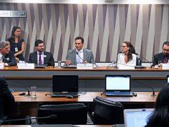 Debatedores cobram políticas públicas em favor do empreendedorismo
