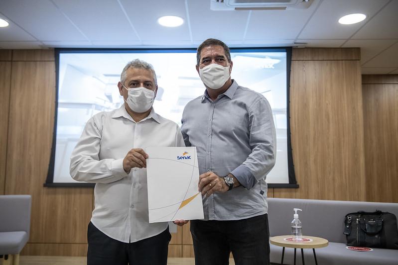 IFCE assina termo de cooperação com Sistema Fecomércio