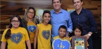 Luiz Gastão recebe  homenagem das crianças da LBV