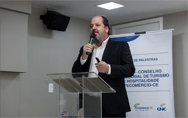 Fecomércio-CE debate Cenários do Setor Aéreo em  Ciclo de Palestras do CETUR/CE