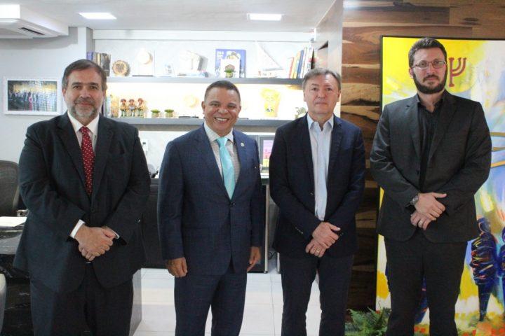 Maurício Filizola recebe visita do Ministro Conselheiro da República Dominicana