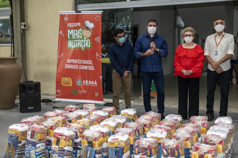 Sistema Fecomércio doa 2500 cestas básicas para o Programa Mais Nutrição